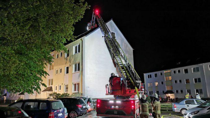 Gebäudebrand Schwanewede - Drehleiterunterstützung - Freiwillige Feuerwehr Osterholz-Scharmbeck