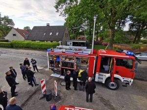 Ofw Pennigbüttel - TLF3000 - Am Feuerwehrhaus angekommen 1