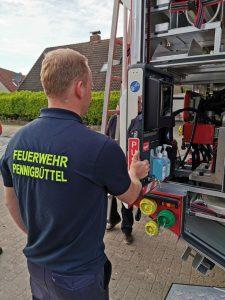 Ofw Pennigbüttel - TLF3000 - Am Feuerwehrhaus angekommen